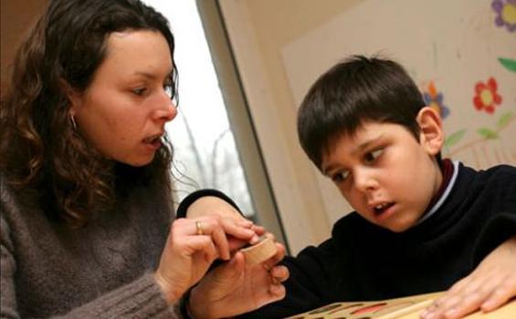 Ini Cara Untuk Memahami Dunia Autis Anak