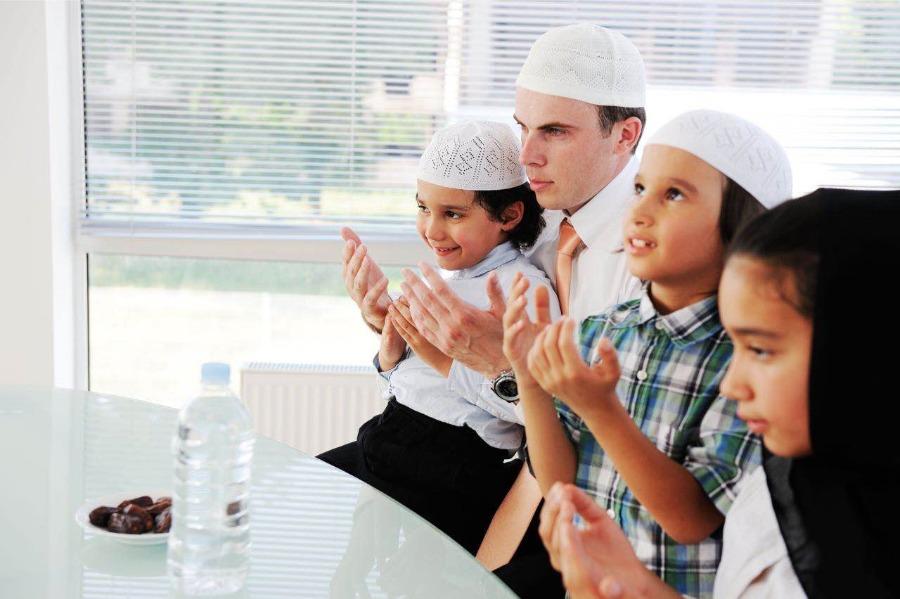 Mendidik Secara Agama